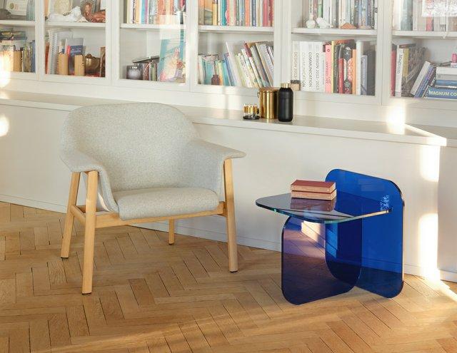 KI_Home_Style_08_21_01_ClassiCon_sedan_lounge_chair_sol_side_table_c_Gerhardt_Kellermann_ClassiCon.jpg