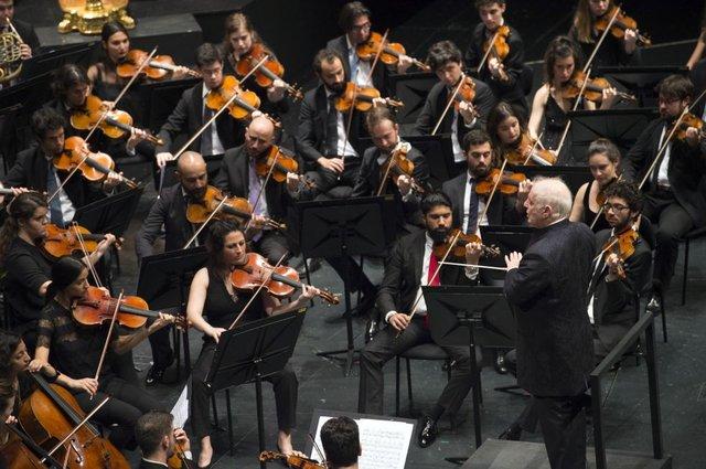 Online_KI08_2021_Es_geht_wieder_los_Kölner_Philharmonie_West-Eastern_Divan_Orchestra_c_Monika_Rittershaus.png